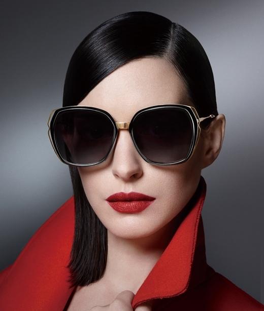 Trở thành quý cô thời trang thập niên 50 với mắt kính Bolon