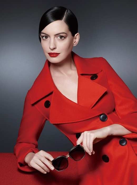 Chọn kính sang trọng và quý phái như Anne Hathaway. (Ảnh: matkinh.com.vn)