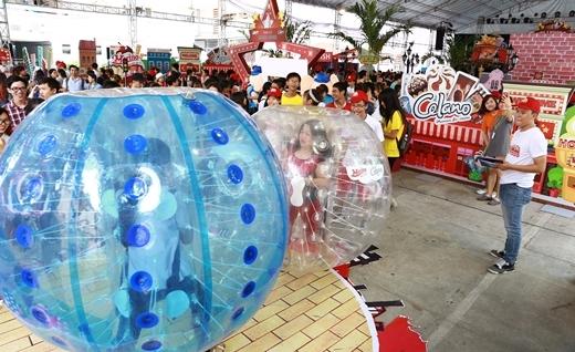 Các trò chơi vận động sẽ mang đến cảm giác vui cực đã cho teen Hà Nội khi tham gia ngày hội.