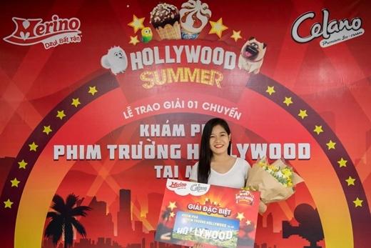 Bạn Nguyễn Hồng Thuý là chủ nhân đầu tiên may mắn giành tấm vé đến Khám phá phim trường Hoollywood tại Mỹ sau khi tham gia Ngày hội tại TP.HCM.