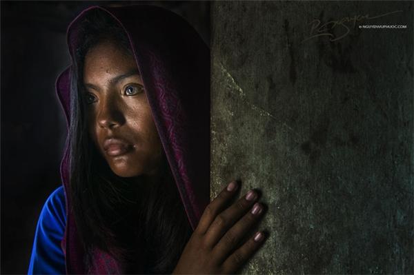 Kì diệu cô gái Việt có hai màu mắt như thôi miên người đối diện