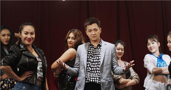 """""""Ngẹt thở"""" với lịch diễn, Ngô Kiến Huy vẫn âm thầm làm quà tặng fan"""