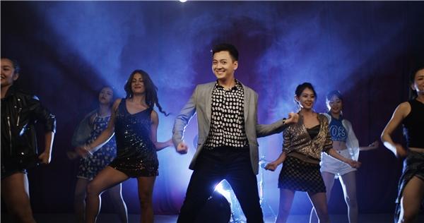 Bối cảnh trong MV được Ngô Kiến Huy quay tại một quán pub nổi tiếng trong Tp.HCM