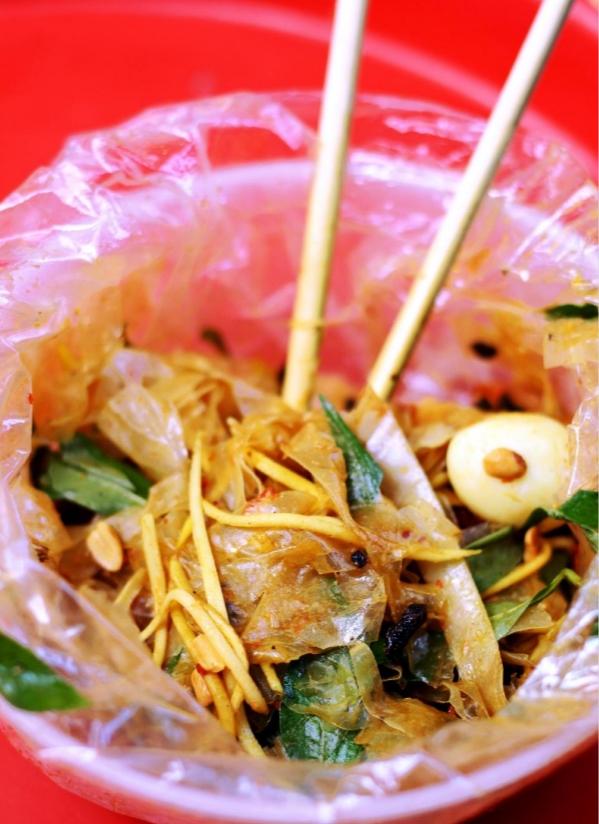 Tất tần tật những món ăn vặt khiến giới trẻ Hà thành mê mẩn