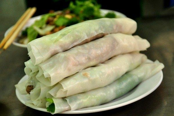 Phở cuốn từ lâu đã là món ăn được không chỉ người dân Hà Nội mà cả rất nhiều du khách yêu thích. (Ảnh: Internet)