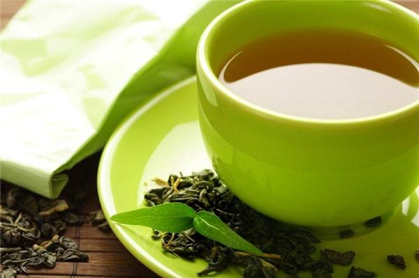 """Một cốc trà xanh mỗi buổi sáng là """"vị cứu tinh"""" cho hàm răng tụt lợi. (Ảnh: Internet)"""