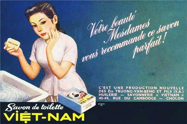 Xà bông Việt Nam hay còn gọi là xà bông Cô Ba là mặt hàng xuất hiện rất sớm ở Việt Nam. Người gây dựng nên thương hiệu này là ông Trương Văn Bền, thậm chí ở giai đoạn này, xà bông Việt Nam đã được xuất khẩu qua tận châu Phi. Hẳn các mẹ các dì không thể nào quên được xà bông Cô Ba lừng danh một thời.