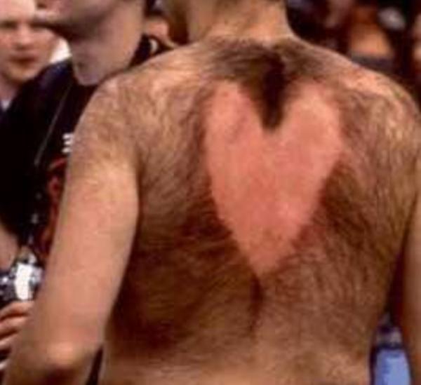 Hôm qua ra tiệm cắt tóc gội đầu, sẵn làm chút bất ngờ nho nhỏ mừng Valentine cho bà xã.(Ảnh: Internet)