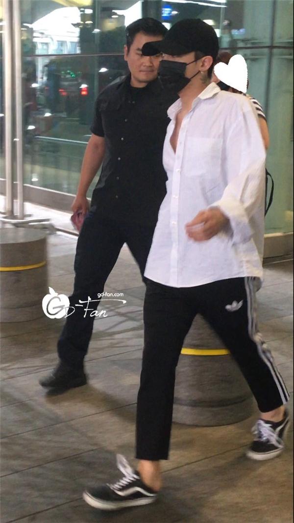 Không hẹn mà gặp, Song Joong Ki, G-Dragon và Yoona đại náo sân bay