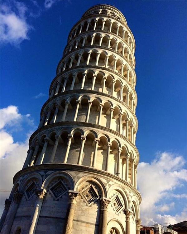 """Instagram: """"Đây rồi, tháp nghiêng Piza huyền thoại đang ở ngay trước mắt mình. Thật không thể tin nổi!"""".(Ảnh: Instagram @wanderingbrooklyn)"""