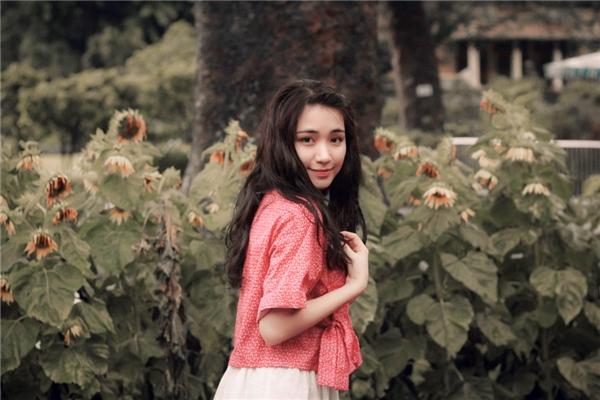 Từ một cô gái chân quê, hồn nhiên,mộc mạc và chưa biết chăm chút nhiều về hình ảnh cá nhân... - Tin sao Viet - Tin tuc sao Viet - Scandal sao Viet - Tin tuc cua Sao - Tin cua Sao