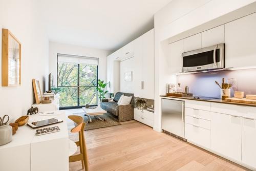 Vì là khu chung cư siêu mini đầu tiên ở New York nên giá thuê phòng của nó cũng khá đắt đỏ, mỗi căn dao động từ 2.650 đến 3.150 đô (tức 59 đến 70 triệu đồng) mỗi tháng.