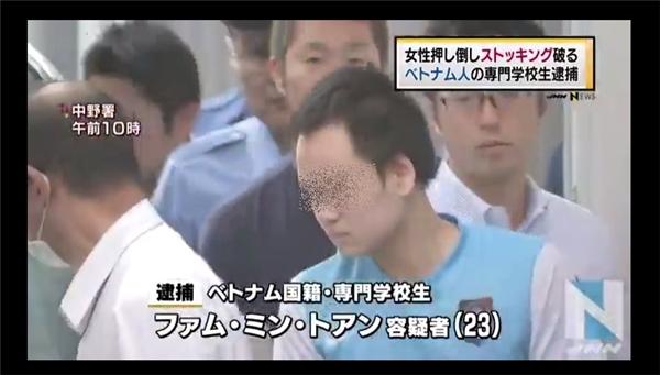 Nghi phạm bị bắt giữ trong một vụ án sàm sỡ phụ nữ tại Nhật. (Ảnh: Cắt clip)