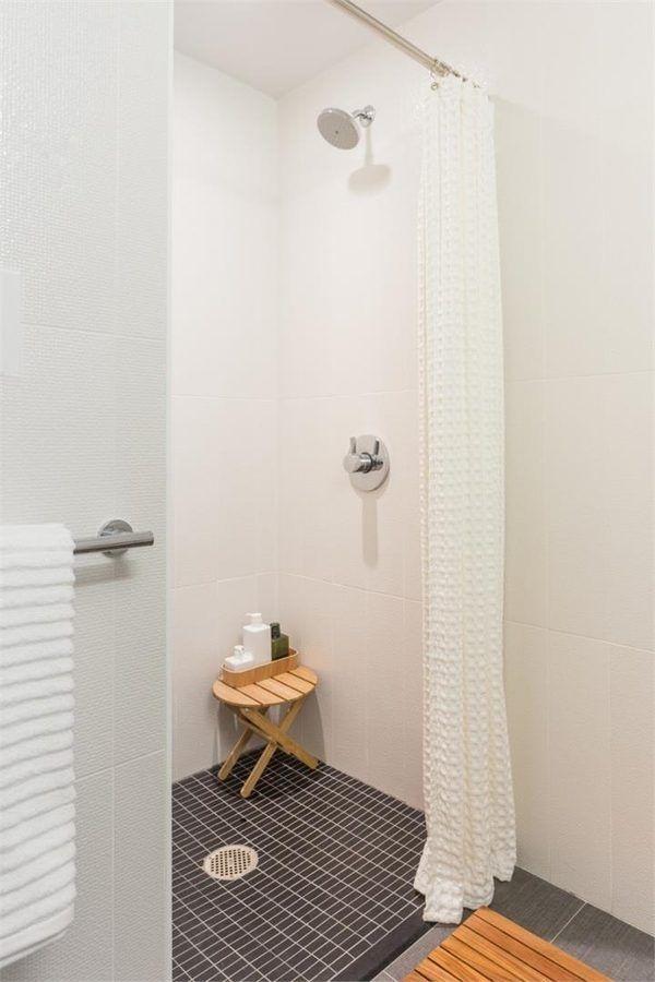 Điều này có được nhờ trần cao và thoáng, sử dụng gạch men sáng và sạch.