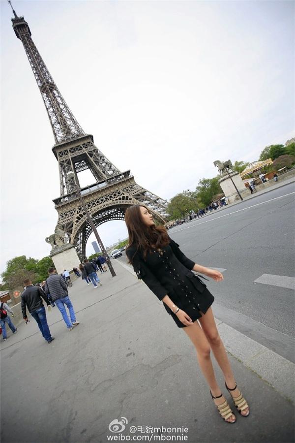 Hình ảnh của Bonnie khi ở Pháp.
