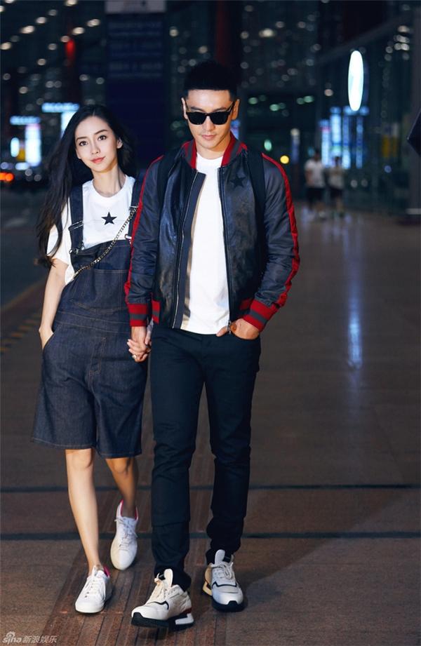 Cặp đôi Angela Baby - Huỳnh Hiểu Minh tại sân bay, chuẩn bị lên đường sang Pháp dự Tuần lễ thời trang Paris.