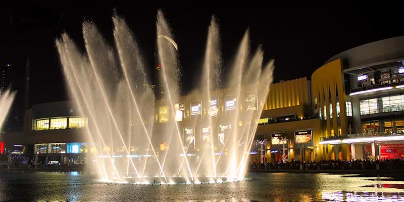 Nếu bạn đã từng chết mê chết mệt những cảnh đuổi bắt đến ướt nhẹp giữa đài phun nước của các cặp đôi trong phim Hàn Quốc thì khi đến Dubai, bạn sẽ có được trải nghiệm này hoàn toàn miễn phí (nếu đi cùng người yêu thì càng tốt!).(Ảnh: Internet)