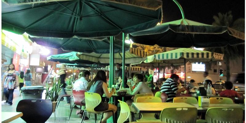 Đây cũng là một con đường ăn uống được nhiều du khách ưa chuộng ở Dubai, mang lại cho bạn vô số lựa chọn về ẩm thực Dubai.(Ảnh: Internet)