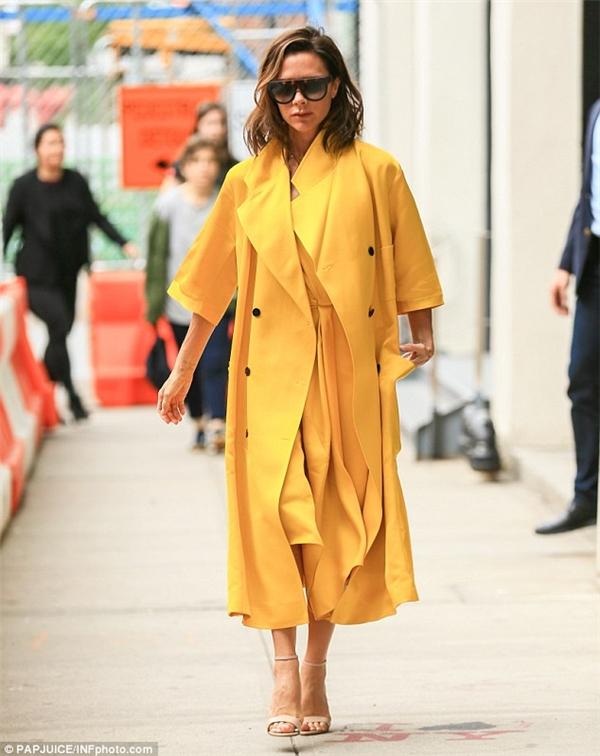 Hình ảnh mới nhất của Victoria Beckham với phong cách thời trang sành điệu.