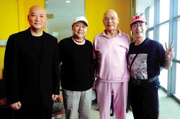 Bức ảnh hiếm hoi của Diêm Hoài Lễ chụp cùng Lục Tiểu Linh Đồng và Trì Trọng Thụy