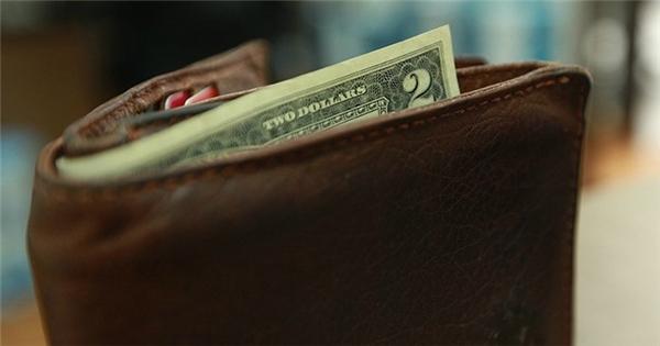 Người ta thường kẹp tờ 2 đô trong ví để mang lại may mắn.