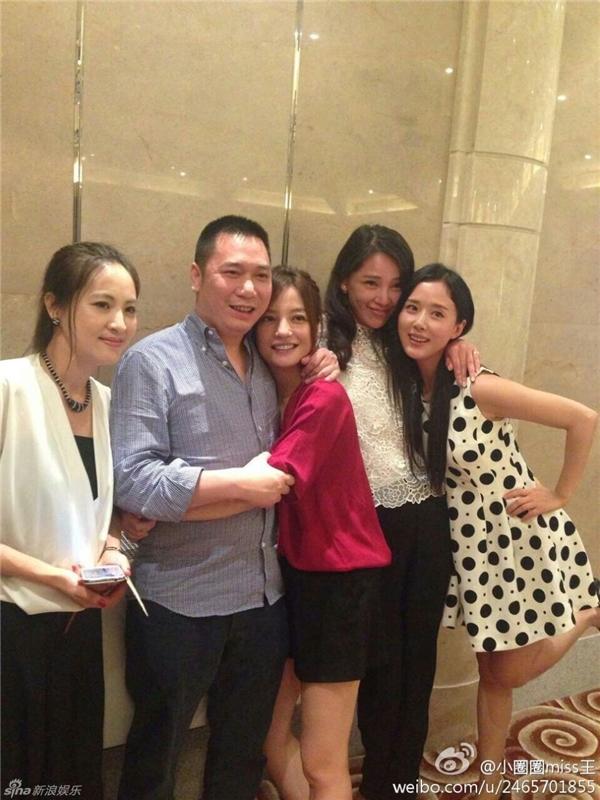 Đăng dòng cảm xúc đầy tâm trạng, fan lo lắng Triệu Vy sắp li hôn chồng