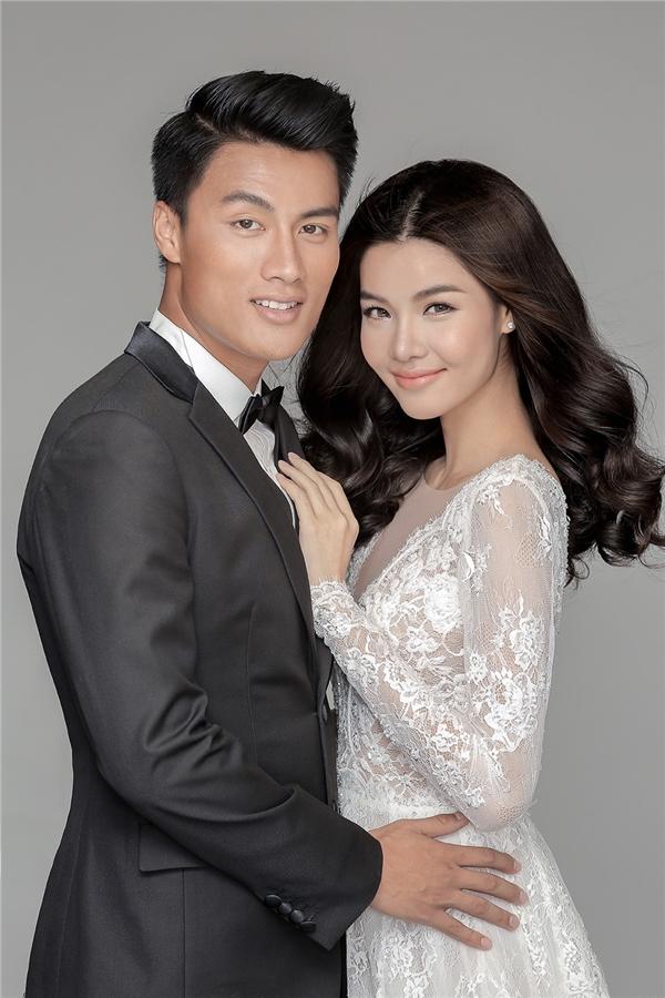Cô dâu chú rể rạng rỡ trong trang phục vest và váy cưới của NTK Chung Thanh Phong. - Tin sao Viet - Tin tuc sao Viet - Scandal sao Viet - Tin tuc cua Sao - Tin cua Sao