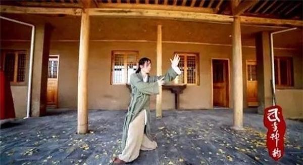 Anh Ngô là truyền nhân đời thứ 13 của phái Tùng Khê núi Võ Đang.