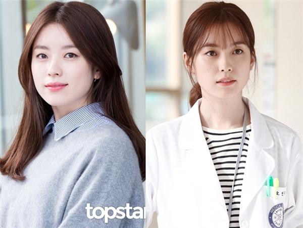 Mái ngang trẻ trung, dịu dàng cũng là một trong những lí do giúp Han Hyo Joo trông trẻ hơn nhiều so với số tuổi 29 của mình. Khán giả đang mong chờ màn tái xuất của nữ diễn viên trong W – Two Worlds sắp tới.