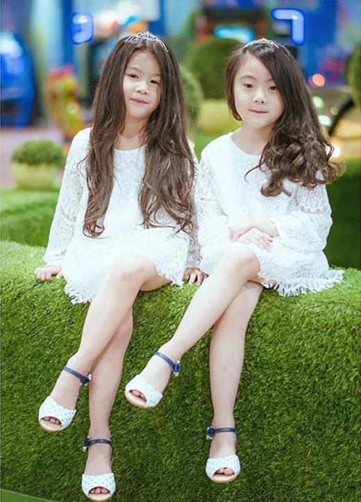 Cả 2 cô bé đều nhận được nhiều lời khen về chiều cao ấn tượng, vượt chuẩn so với độ tuổi của các bé.