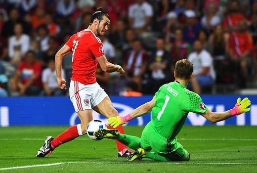 Gareth Bale cho rằng việc xếp trên tuyển Anh là cảm giác rất tuyệt vời.