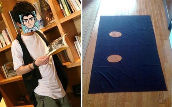 Chiếc áo khoác thời trang phong cách thực chất chỉ là một mảnh vải được khoét hai cái lỗ thôi.