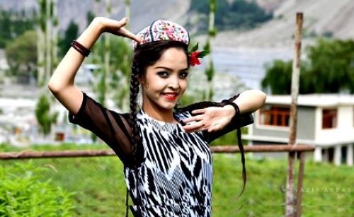 Một thiếu nữ Hunzas khi trưởng thành thường mang trong mình vẻ đẹp mặn mà, sắc sảo.