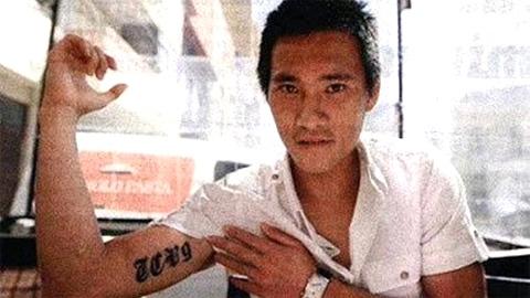"""Dòng chữ """"TCV9"""" trên bắp tay Công Vinh để thể hiện tình yêu với bà xã Thủy Tiên (chữ T được giải nghĩa là Tiên còn CV9 là biệt danh người hâm mộ đặt cho Công Vinh). - Tin sao Viet - Tin tuc sao Viet - Scandal sao Viet - Tin tuc cua Sao - Tin cua Sao"""