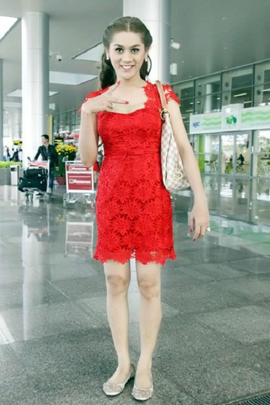 Sau khi phẫu thuật chuyển giới, Lâm Chi Khanh rất tự tin với con người mới của mình, thường xuyên khoe những hình ảnh gợi cảm trong trang phục phụ nữ. - Tin sao Viet - Tin tuc sao Viet - Scandal sao Viet - Tin tuc cua Sao - Tin cua Sao