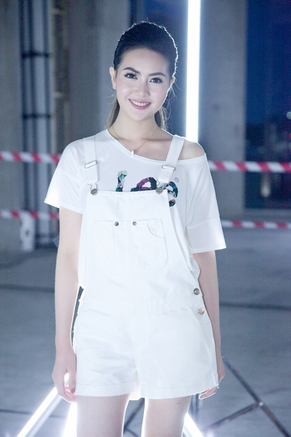 Mai Hà Ngânthu hút sự chú ý vớiphong cách năng động trong sự kiện vì môi trường diễn ra tại Bangkok, Thái Lan.