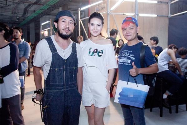 Tham dự sự kiện,Trịnh Tú Trung cùng Mai Hà Ngâncó dịpgiao lưu cùngtổng biên tập của một trong nhữngtạp chí thời trang lớn nhất Thái Lan.