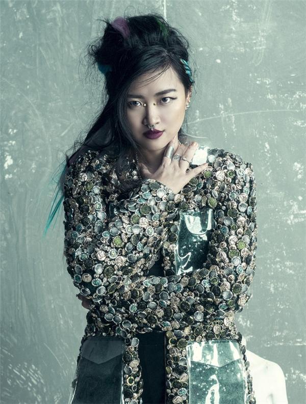 Thanh Hằng diện bratop lấn át giám khảo Next Top Model