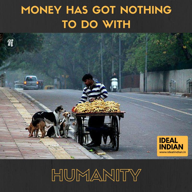 Lòng trắc ẩn không hề khó tìm thấy một khi bạn chú ý đến cái cách người đàn ông này nhìn những người bạn bốn chân đầy âu yếm.(Ảnh: Ideal Indian)