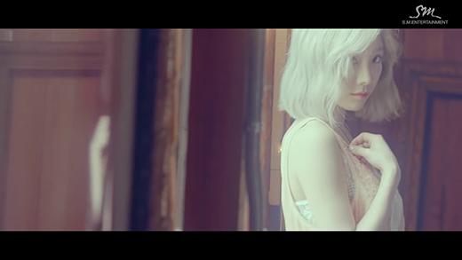 Taeyeon trong MV Starlight. (Ảnh: Internet)