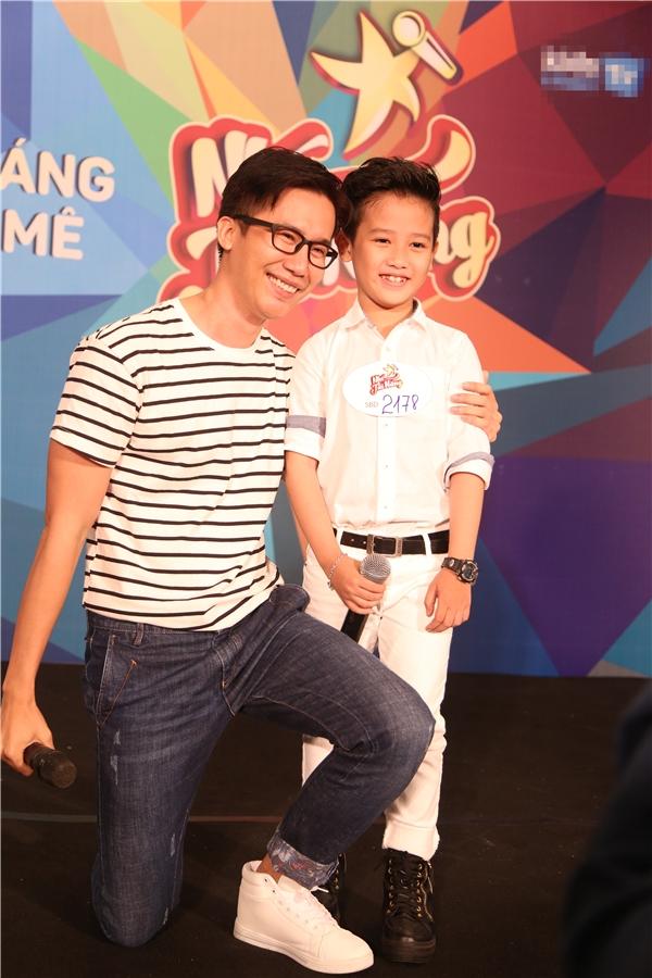 Trong ngày ghi hình thứ haicủa chương trình Casting Nhí Tài Năng, Cường Seven cùng với nhạc sĩGiáng Son và đạo diễn Lê Việt đã tạo ra nhiều không khí vui nhộn. Trong đó, Cường Seven còn mấy lần đưaLê Việt vào tình huống lúng túng.