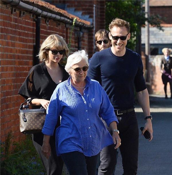 Mối quan hệ giữa Taylor và mẹ của Tom rất tốt.