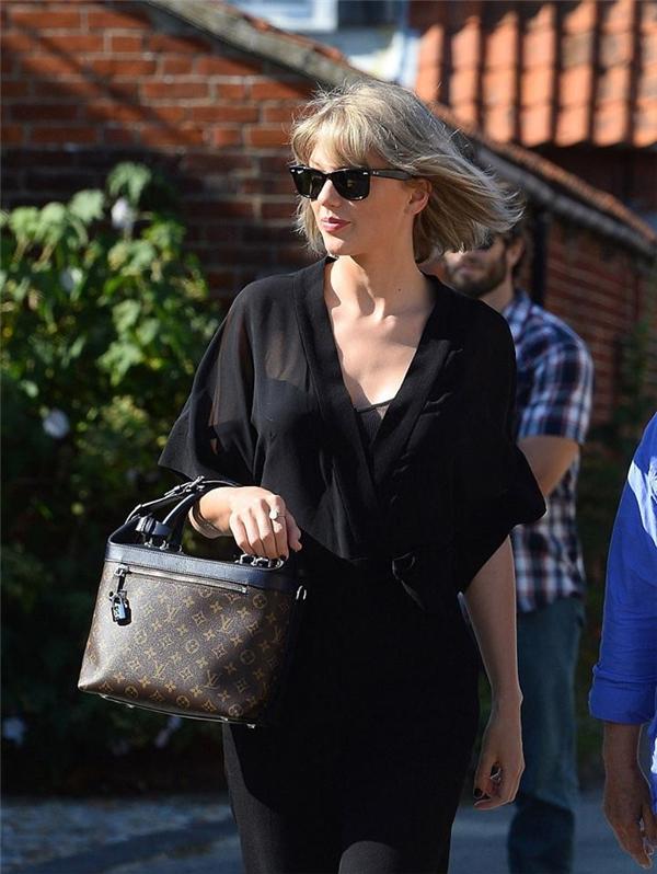 Phong cách thời trang của nữ ca sĩ cũng trở nên thanh lịch, nhẹ nhàng hơn sau khi yêu Tom.