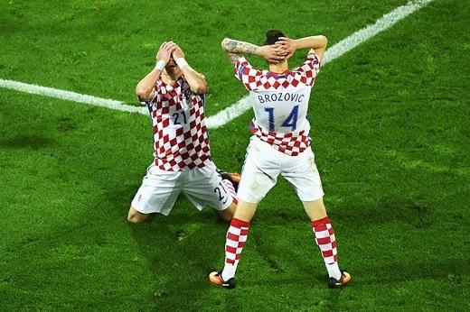 Còn đây là một bức ảnh lột tả sự thất vọng cùng cực của các cầu thủ Croatia khi tiếng còi kết thúc trận đấu vang lên.