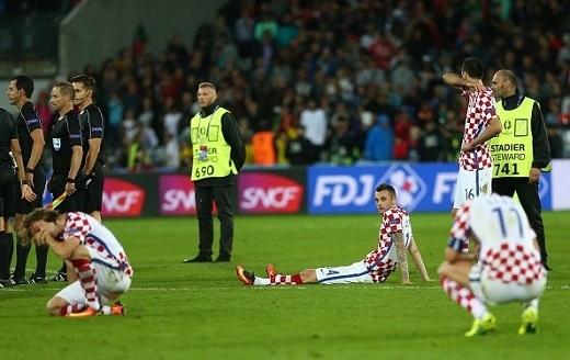 Kịch bản thua phút cuối đã lặp lại với Croatia. Ám ảnh năm 2008 tuởng như bị xóa tan thì nay lại ập về. Trong năm đó, Croatia cũng đứng đầu một bảng đấu có đối thủ cực mạnh là Đức. Tuy nhiên sang đến vòng tứ kết, họ bị loại tức tưởi bởi Thổ Nhĩ Kìcòn Đức thẳng tiến vào bán kết và sau đó là chung kết.