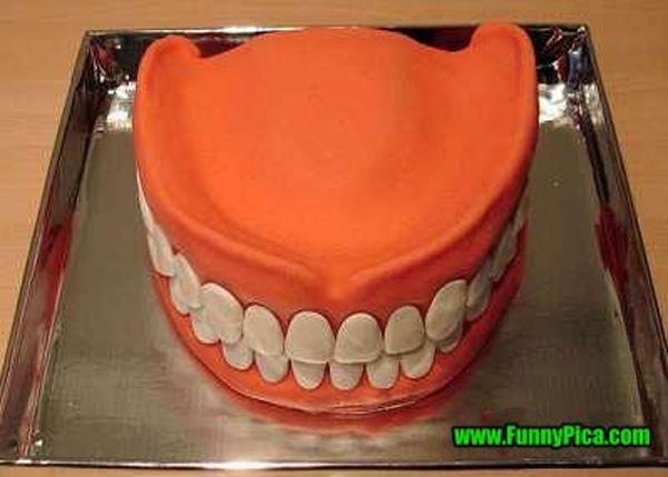7. Yếu tố kinh dị ở đây đơn giản lắm, hàm răng người thôi mà.