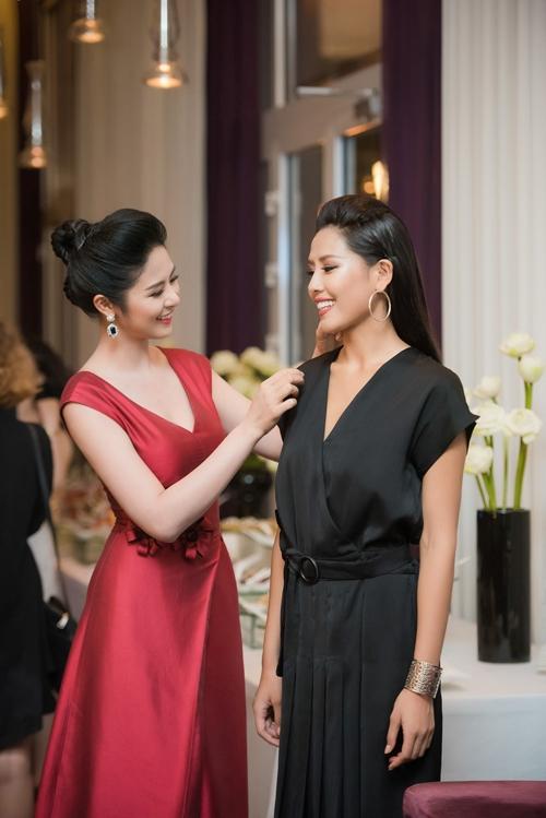 Hoa hậu Ngọc Hân, Á hậu Thuỵ Vân và Hoa hậu Biển Nguyễn Thị Loan đều được công chúng yêu mến vì hình ảnh đẹp, không scandal.