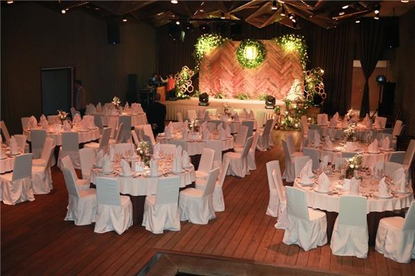 Không gian tiệc cưới gần gũi với số lượng khách mời giới hạn - Tin sao Viet - Tin tuc sao Viet - Scandal sao Viet - Tin tuc cua Sao - Tin cua Sao