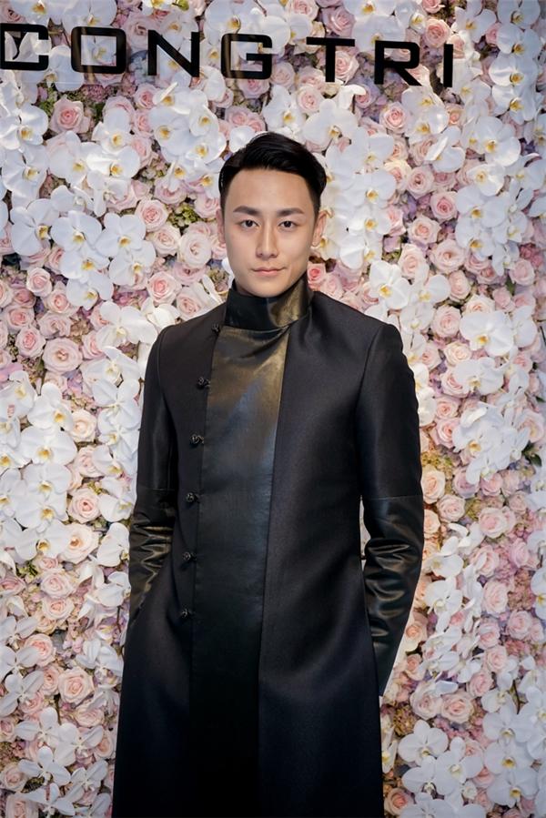 """Chàng hot boy Rocker Nguyễn thu hút với vẻ điển trai """"khó cưỡng""""."""
