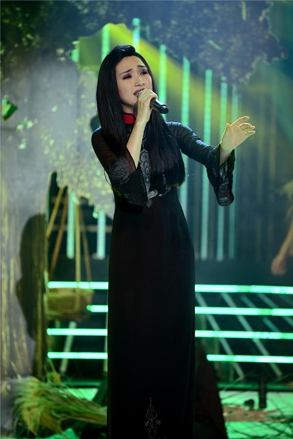 Hòa Minzy hóa thân thành NSUT Minh Phương với Về quê